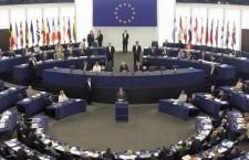 Další čeští europoslanci odmítají zákaz chovu vybraných druhů zvířat, včetně papoušků