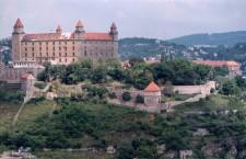 Slovenští chovatelé píší českým: taky odmítáme, aby EU omezila chov papoušků