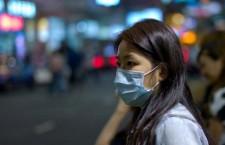 Pracovníci papouščí farmy v Hongkongu se hromadně nakazili psitakózou