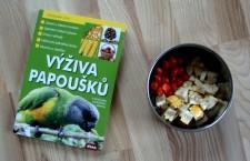 Výživa papoušků – kniha, která českým chovatelům dlouho chyběla