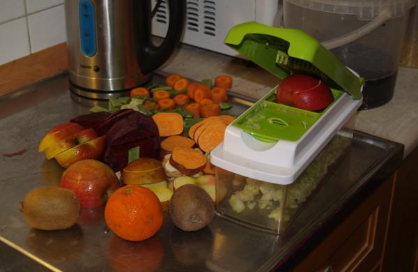 Každodenní ranní příprava směsi ovoce a zeleniny (Foto: Jan Sojka. Nová Exota)