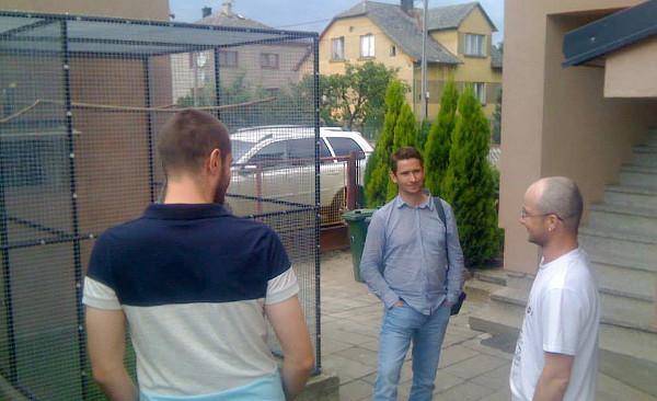 René Poštulka (zcela vpravo) během návštěvy, při které vznikl tento rozhovor (Foto: Jan Potůček, Ararauna.cz)