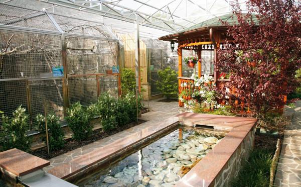 Aktuální podoba Papouščí zoologické zahrady je co rozlohy jen čtvrtinou zamýšleného projektu. Příští rok prostory pro veřejnost zdvojnásobí. (Foto: Bedřich Maleček)