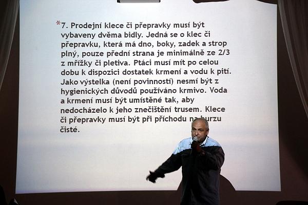 Řád ptačích burz poměrně podrobně popisuje povolené prodejní klece (Foto: Jan Potůček, Ararauna.cz)