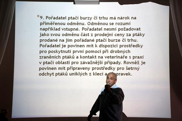 Pořadatelé burz nemají mí nárok na provizi z prodaných ptáků (Foto: Jan Potůček, Ararauna.cz)