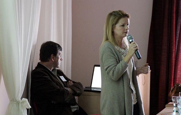 Ľubica Nečasová přednáší na letošním V.I.P. setkání chovatelů v Kozovazech (Foto: Jan Potůček, Ararauna.cz)