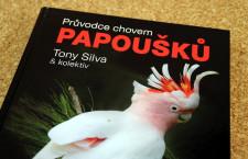 Průvodce chovem papoušků: komplexní monografie, která by si zasloužila pravidelnou reedici