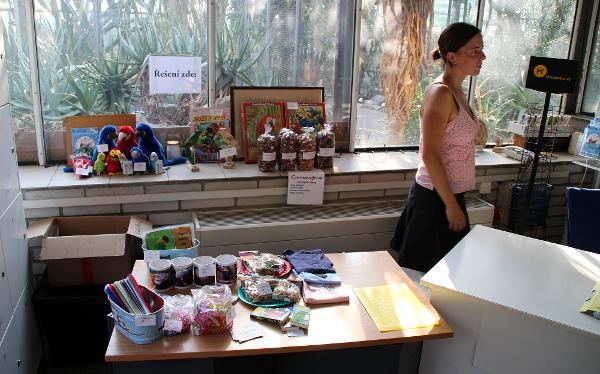 Na výstavě má letos stánek i obchod s krmivem a upomínkovými předměty Čoko-papoušek.cz (Foto: Jan Potůček, Ararauna.cz)