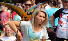 Papouščí den přilákal na Krásné u Šumperka 1 200 návštěvníků, zhlédli přes 50 papoušků