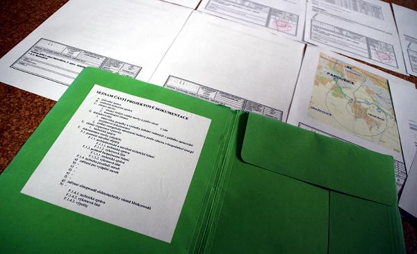 Projektová dokumentace ke stavbě voliér bývá opravdu obsáhlá (Foto: Jan Potůček, Ararauna.cz)