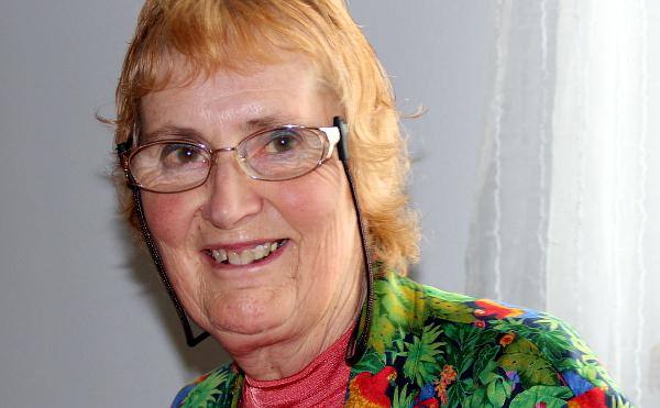 I v třiasedmdesáti lety se Rosemary Low věnuje aktivnímu chovu papoušků, zejména pyrur, loriů a amazónků (Foto: Jan Potůček, Ararauna.cz)