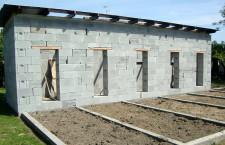 Stavíme voliéry pro papoušky (4.): Volba stavebního materiálu a příprava hrubé stavby