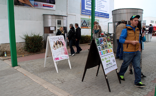 Vstup na Výstaviště Lysá nad Labem, kde se koná Exotika 2015 (Foto: Jan Potůček, Ararauna.cz)