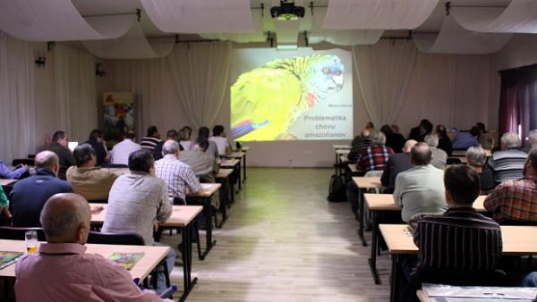 Do Česka dorazí chovatelé arů škraboškových i kurátor Loro Parque, vystoupí na setkání v Kozovazech