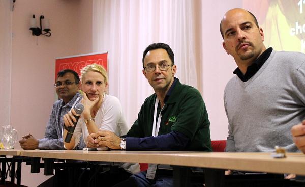 Závěrečná debata v Kozovazech: zleva Anil Garg (Indie), Katrin Scholtyssek (Německo), Tony Silva (USA) a Juan Cornejo (Španělsko) - Foto: Jan Potůček, Ararauna.cz
