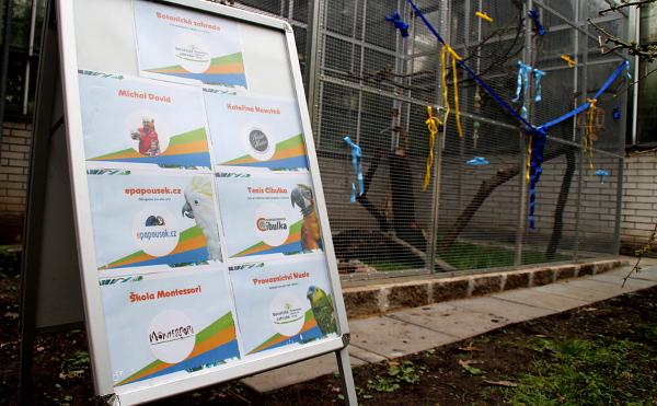 Laguně na voliéry a jejich vybavení, ale i krmivo pro papoušky přispěla řada sponzorů (Foto: Jan Potůček, Ararauna.cz)