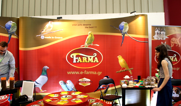 Krmivo pro papoušky nabízely i bio farmy, jako tato z Řecka (Foto: Milena Potůčková, Čoko-papoušek.cz/Loro-shop.cz)