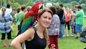 Papouščí den na Krásném