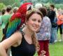Papouščí den na Krásném opět lámal rekordy: přes 2 000 návštěvníků a 70 papoušků