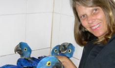 Loro Parque má novou kurátorku ptáků, brazilskou chovatelku Márciu Weinzettl