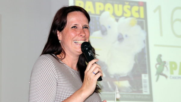 """Časopis Papoušci vyhrožuje serveru Ararauna.cz kvůli fotografiím, na kterých se Alena Winnerová """"málo směje"""""""