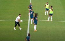 Brazilské fotbalistce během tréninku přistál na hlavě ara ararauna. Chraňme Pantanal, vyzvala na Instagramu